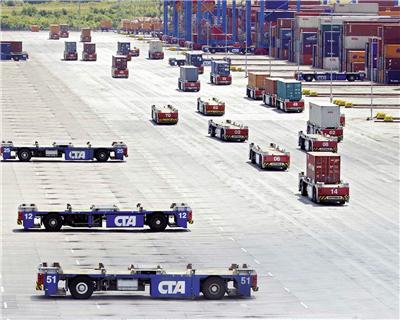 KfW IPEX finances port equipment for OOCL